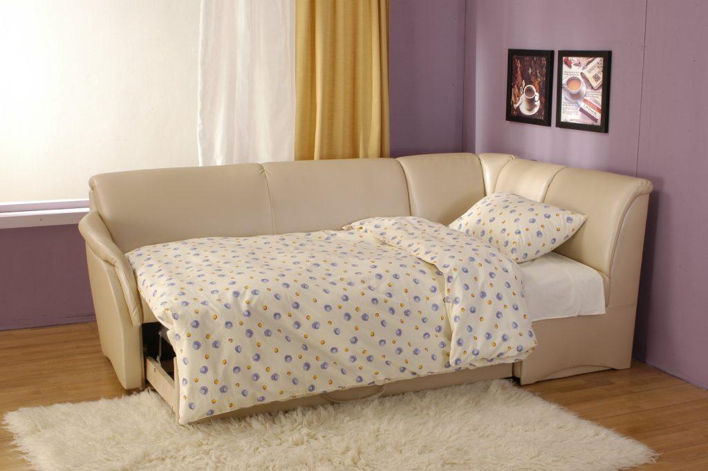разложеный диван со спальным местом для кухни
