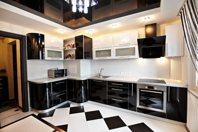 чёрно-белая кухня 11 кв.м.