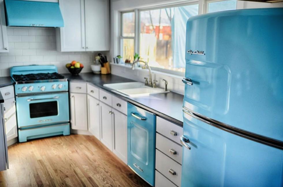ретро холодильник на кухне