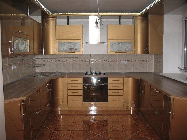 бронзовые фасады в интерьере кухни 7 кв.м.