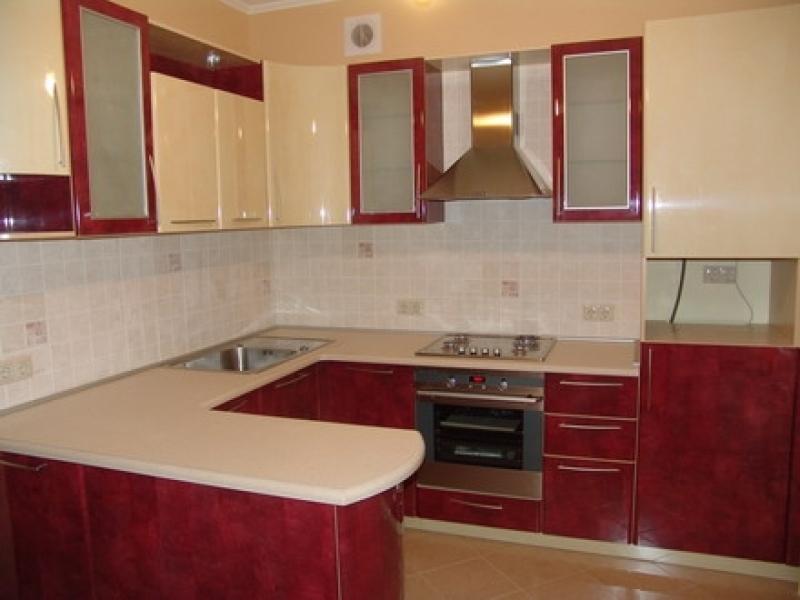 бордовая кухня 7 м.кв