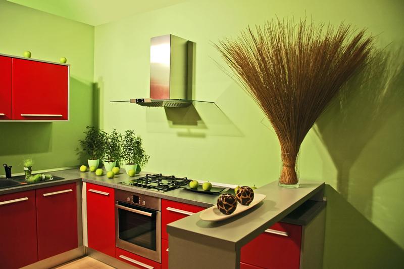 красный на зелёной кухне