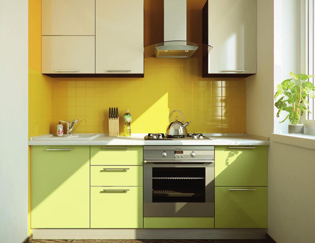 жёлтый фартук на зелёной кухне