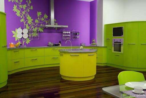 фиолетовый и зелёный на кухне