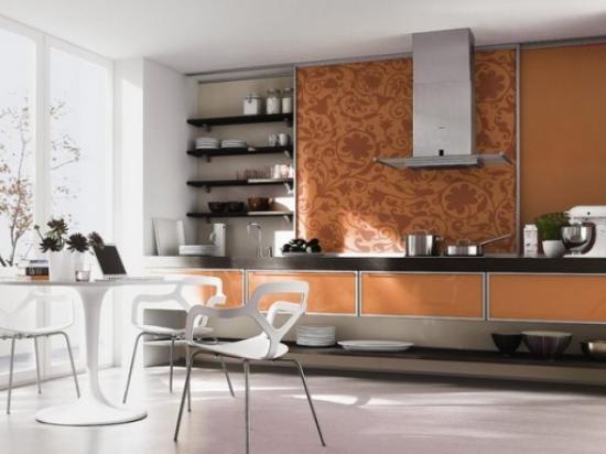 комбинирование шоколадных обоев на кухне