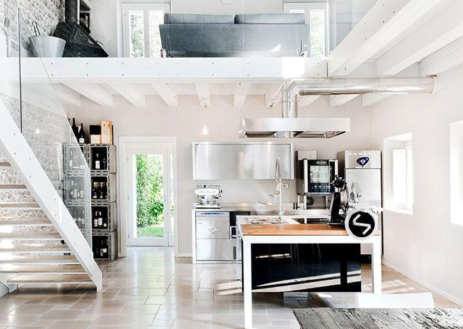 красивый интерьер светлой кухни