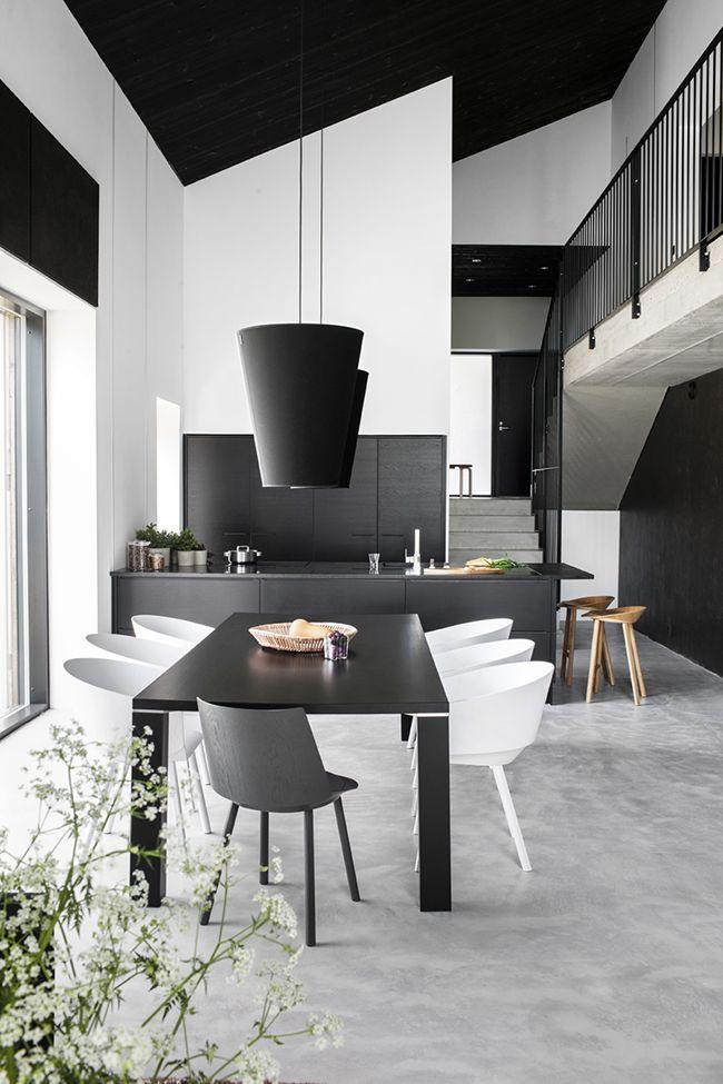красивый интерьер кухни в чёрно-белых тонах