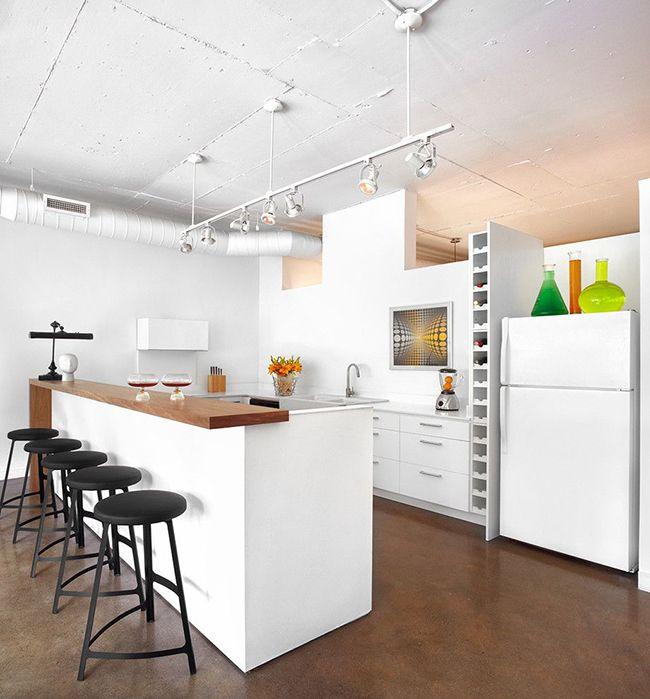 красивый интерьер кухни с островной зоной
