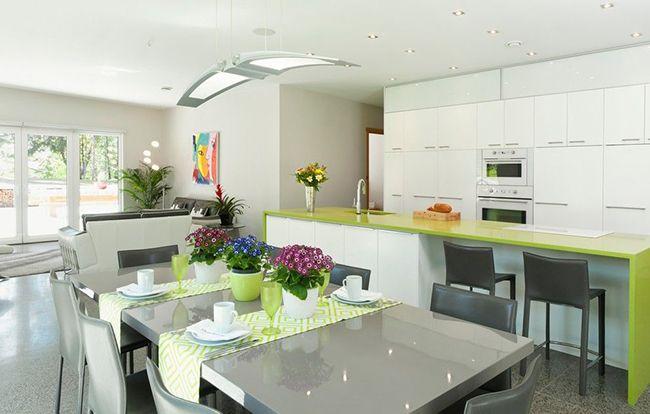 красивый интерьер кухни с обеденным столом