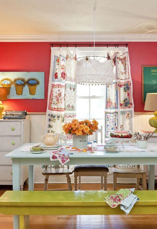 красивый интерьер кухни с ярким текстилем