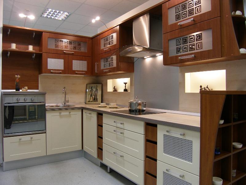 угловая кухня 10 м.