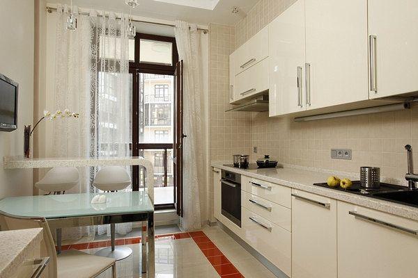 белая кухня 3 на 3 метра с глянцевыми фасадами
