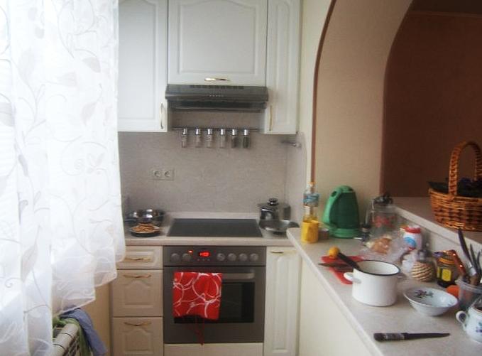кухня на балконе со столешницей