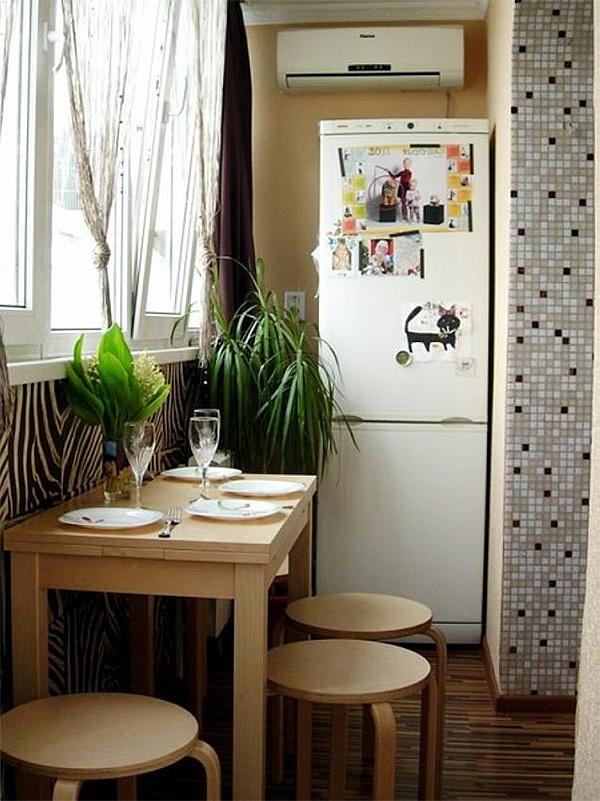 кухня на балконе с холодильником