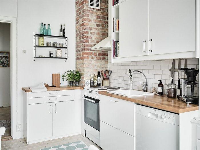 угловая белая маленькая кухня