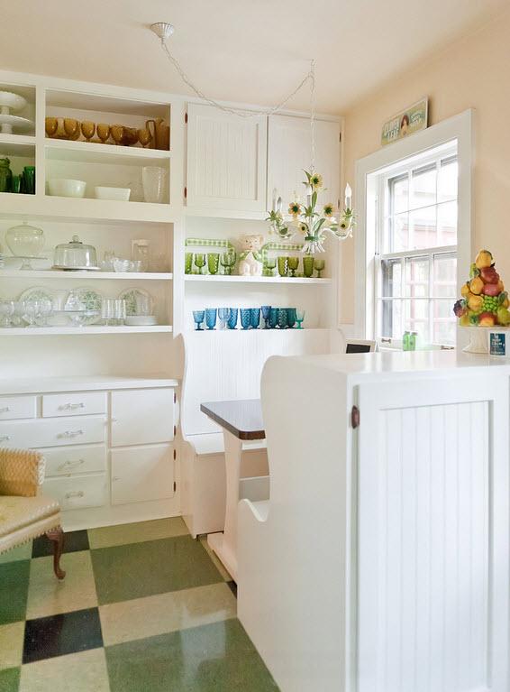 белая маленькая кухня