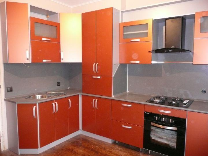 газовый котёл в шкафу кухни