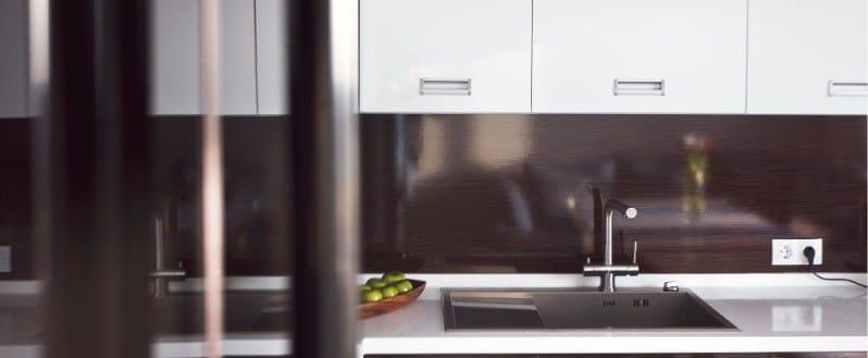 фартук на кухне в стиле минимализм