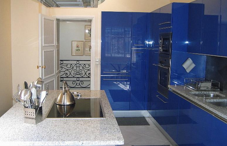 синий цвет на кухне в стиле минимализм