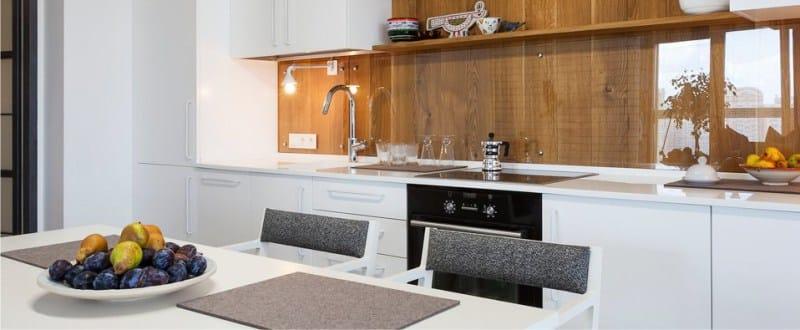 открытые полки на кухне в стиле минимализм