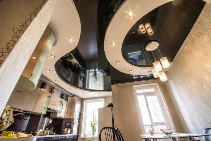 натяжной многоуровневый потолок на кухне