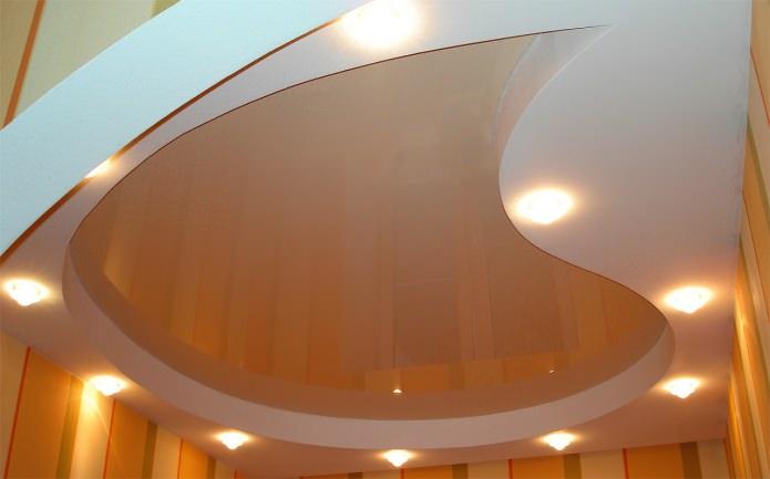 многоуровневый натяжной потолок на кухне