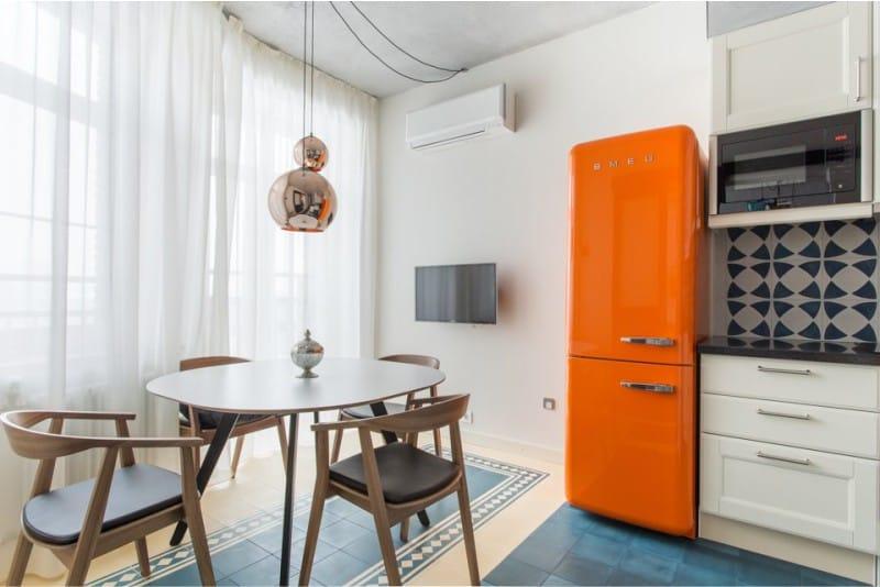 оранжевый холодильник в интерьере кухни