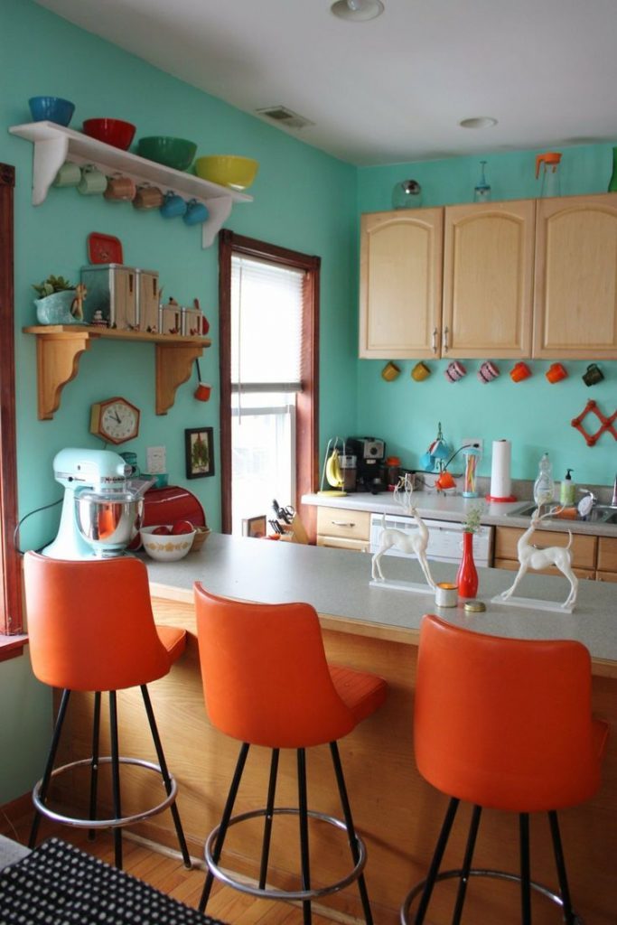 оранжевый и голубой на кухне