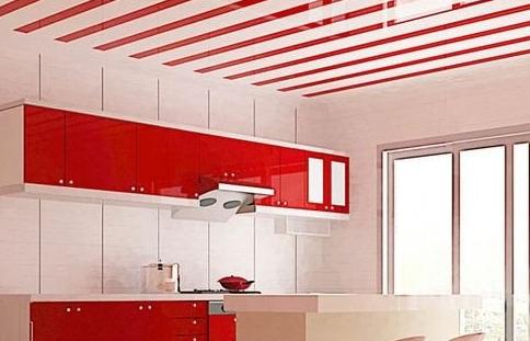 ПВХ панели на потолке кухни