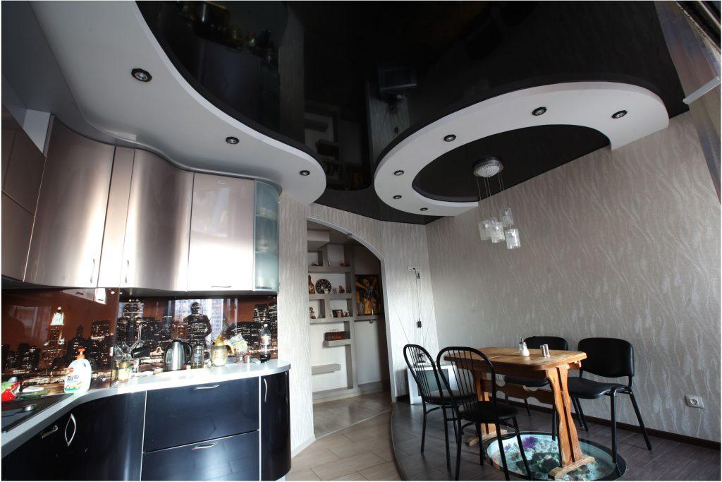 чёрный многоуровневый натяжной потолок на кухне
