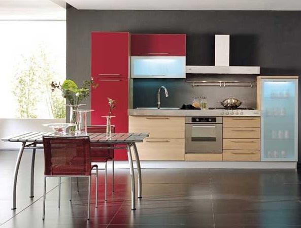 прямая кухня с комбинированными фасадами