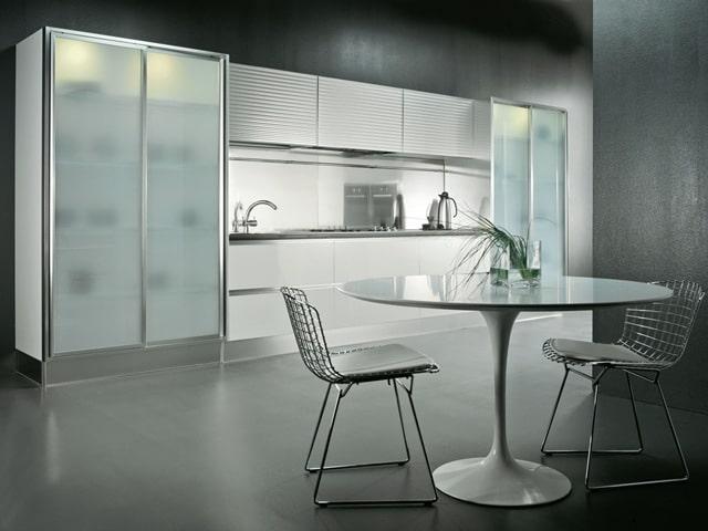 стеклянные фасады на кухне 3 метра