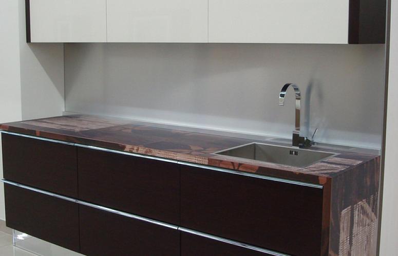стильная прямая кухня в стиле минимализм