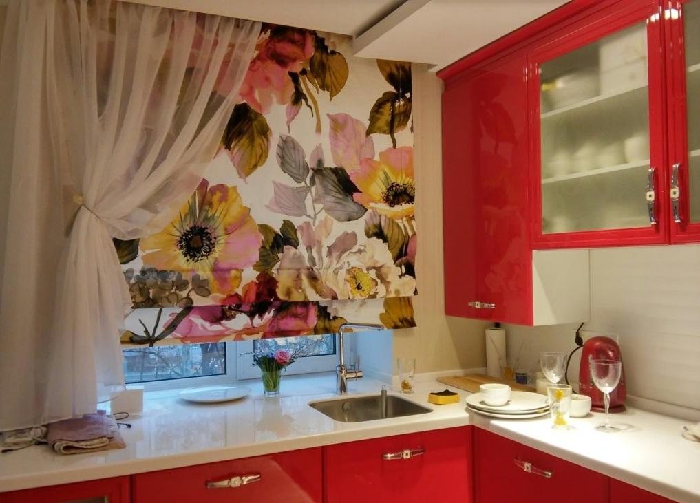 рулонные шторы на кухню 2017