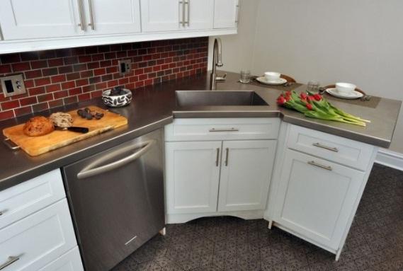 угловая кухня с мойкой