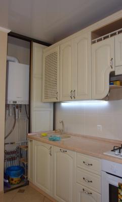 кухня с газовой колонкой в нише