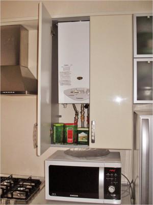 кухня со скрытой газовой колонкой