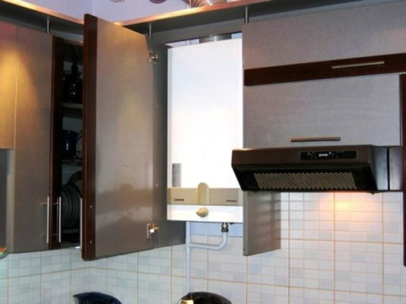 на кухне газовая колонка