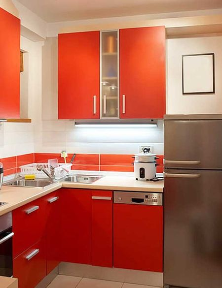 красный гарнитур на кухне 2 на 3 метра