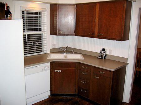 деревянный гарнитур на кухне 2 на 3 метра