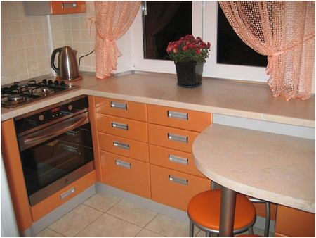 оранжевый гарнитур на кухне 2 на 3 метра