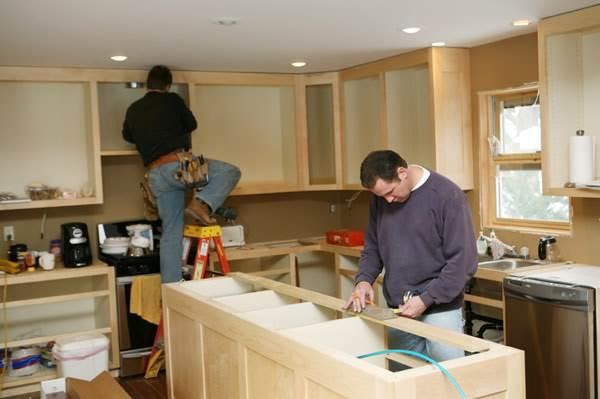 сборка деревянной кухни