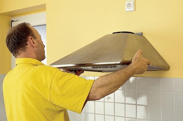 вытяжка <u>кухонный фартук из пластика установка</u> на кухне