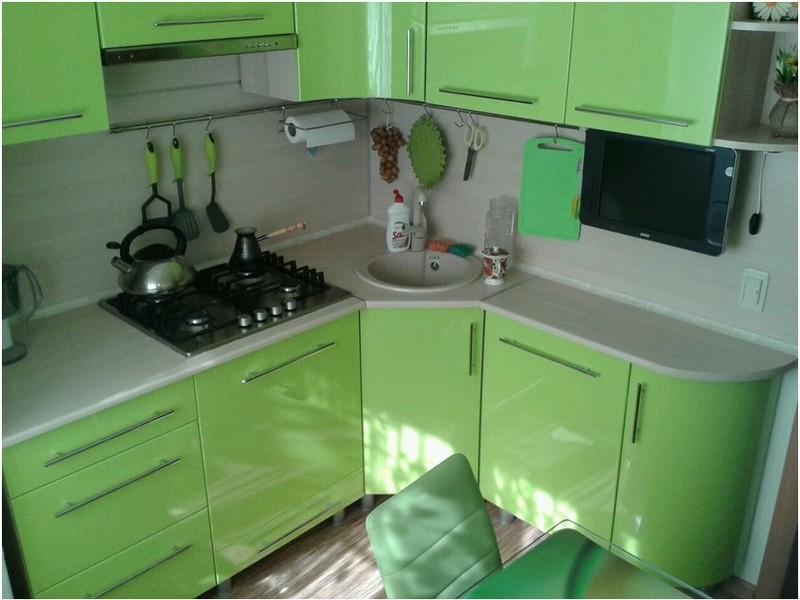 кухонный угловой гарнитур на кухне в хрущёвке