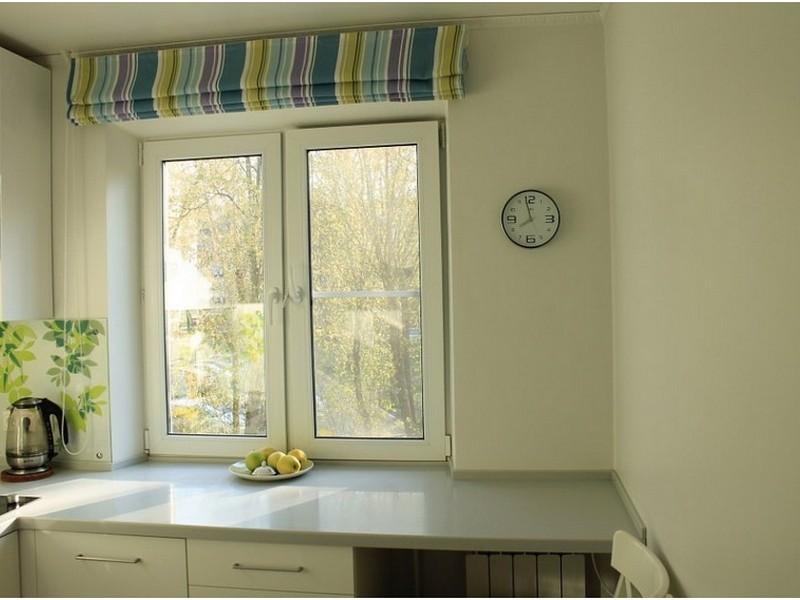 подоконник-стол на кухне в хрущёвке
