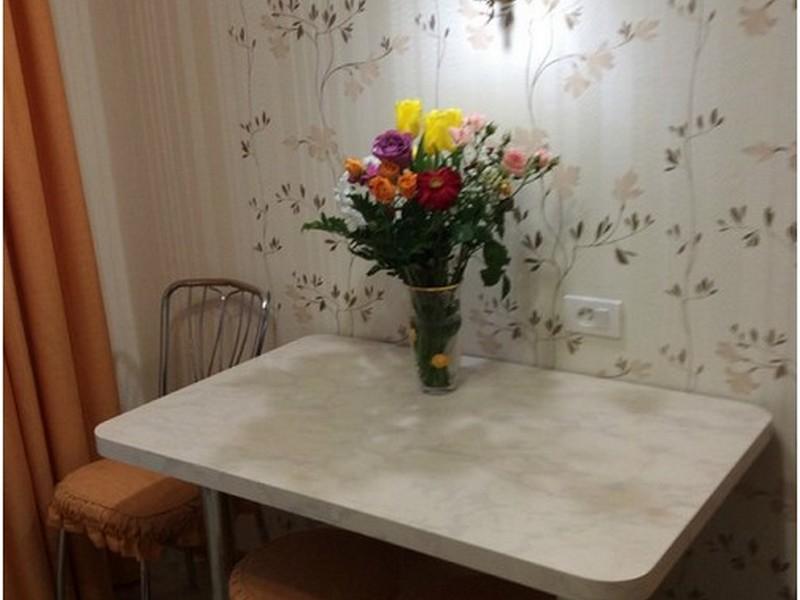 пристеный столик на кухне в хрущёвке
