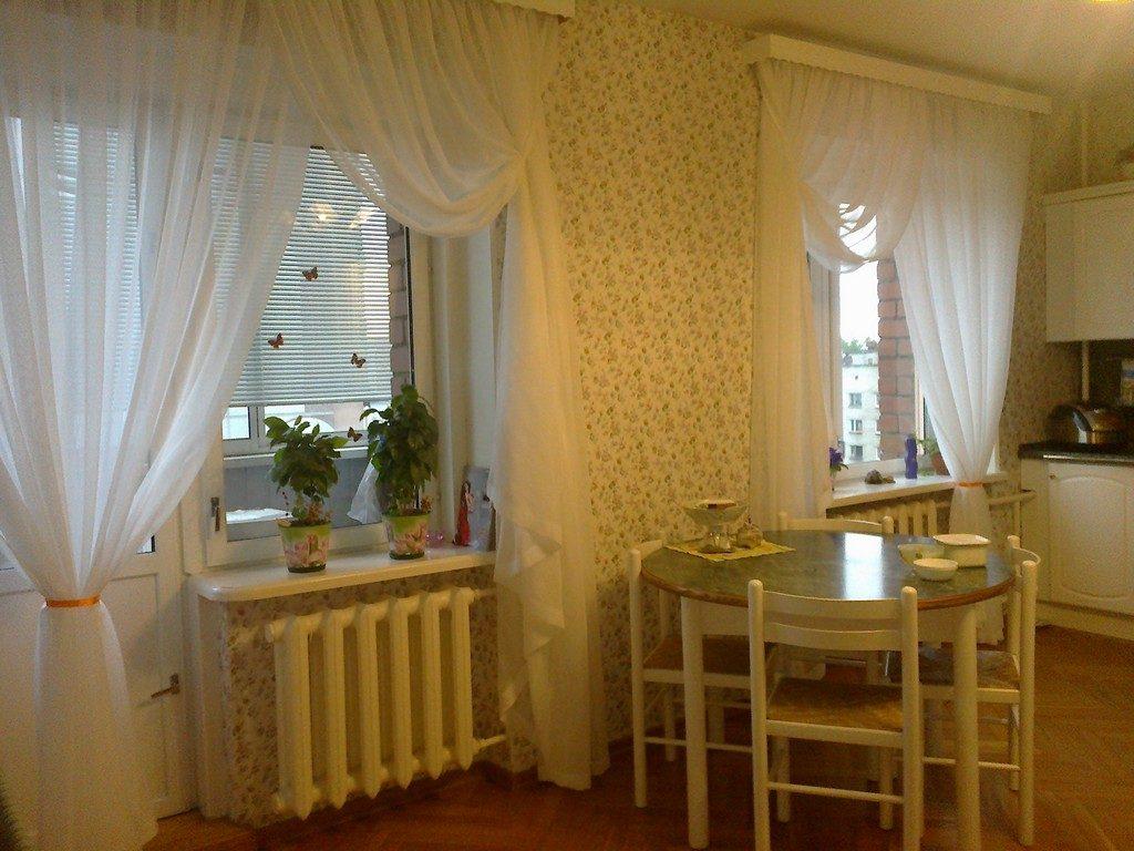 тонкие шторы для кухни с балконной дверью