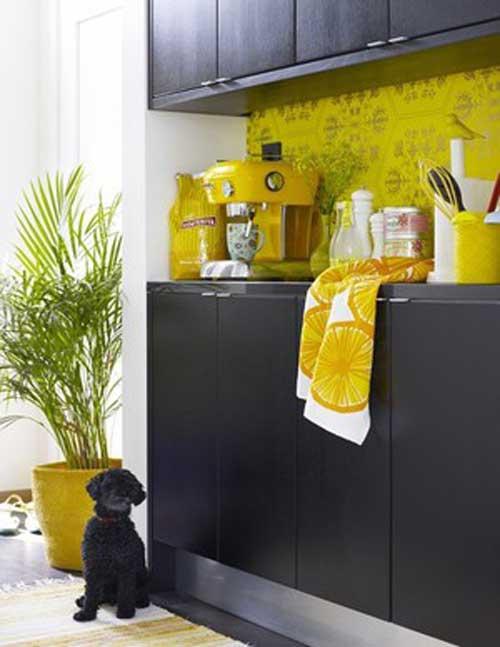 жёлтый декор на кухне