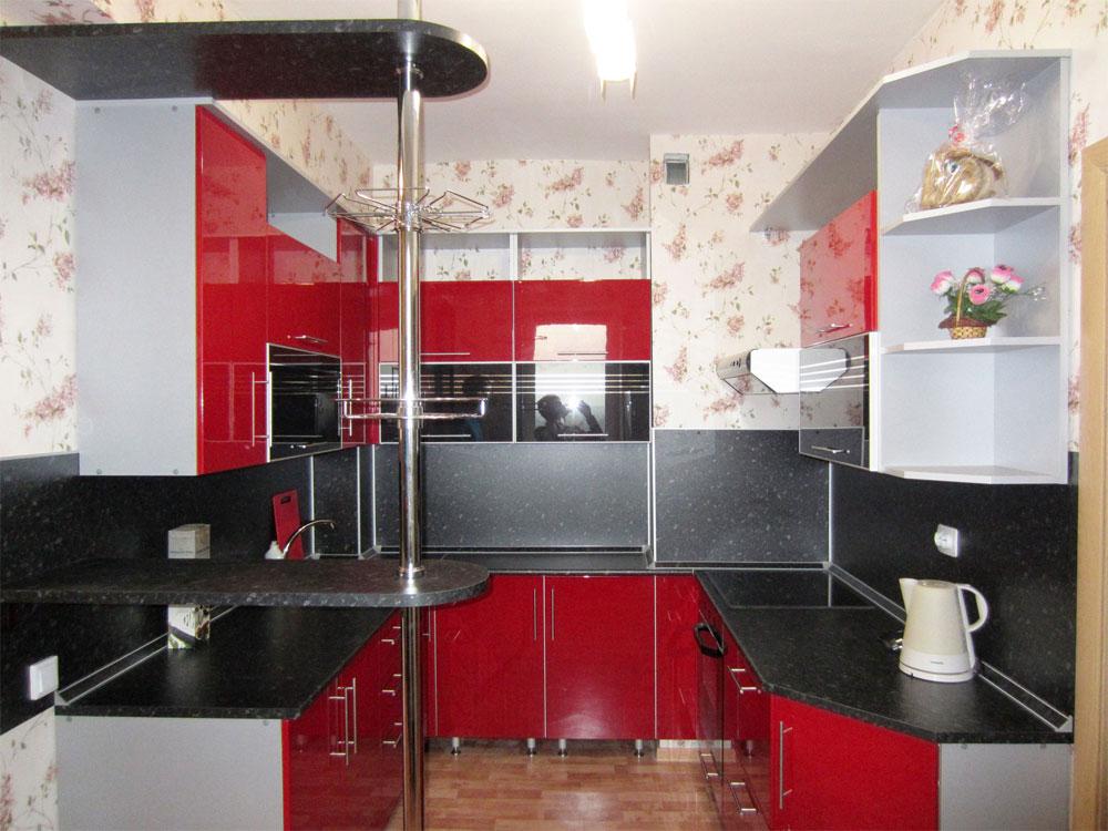 красный на кухне 7 кв.м.