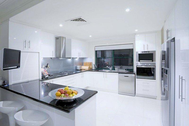 светлый интерьер кухни 7 кв.м.